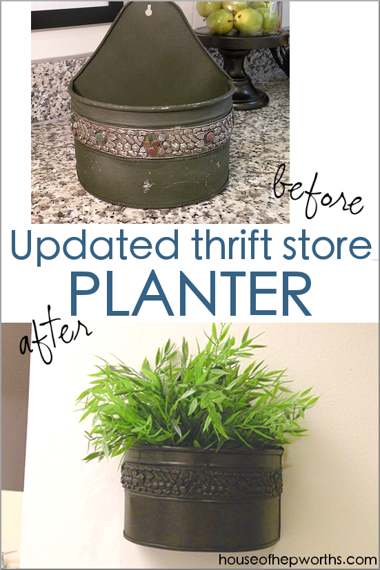 Turn a cast aside planter from a thrift store into a current swoon-worthy piece of wall decor that everyone will want! www.houseofhepworths.com